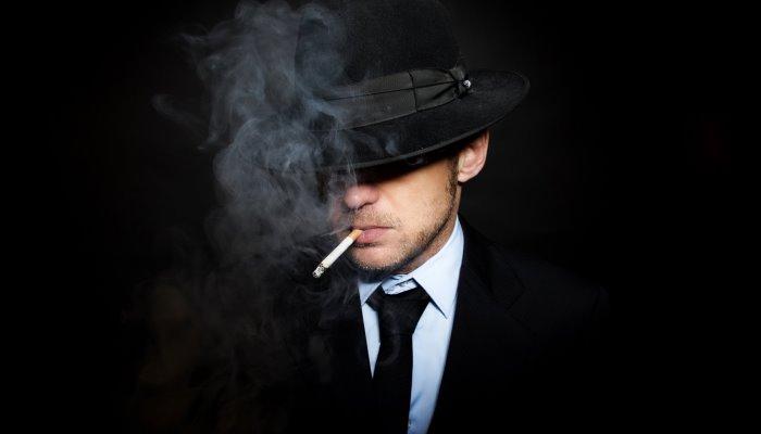 Парень в шляпе с сигаретой