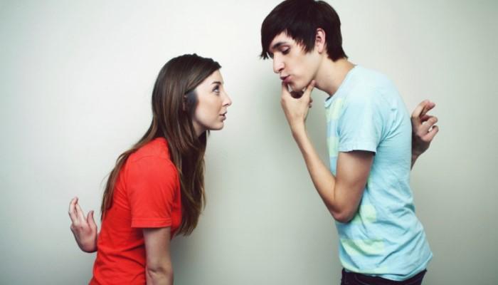 Парень и девушка обманывают друг друга
