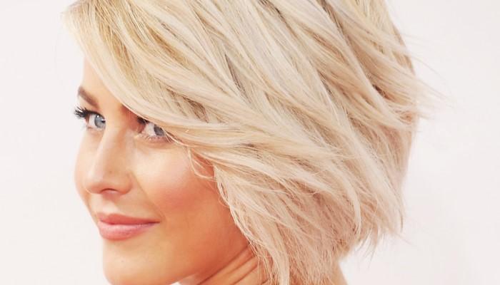Голубоглазая блондинка на фоне