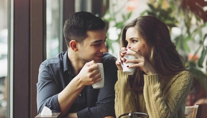 Пьют кофе