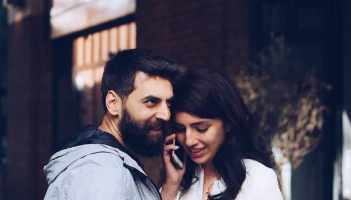 Говорят по телефону