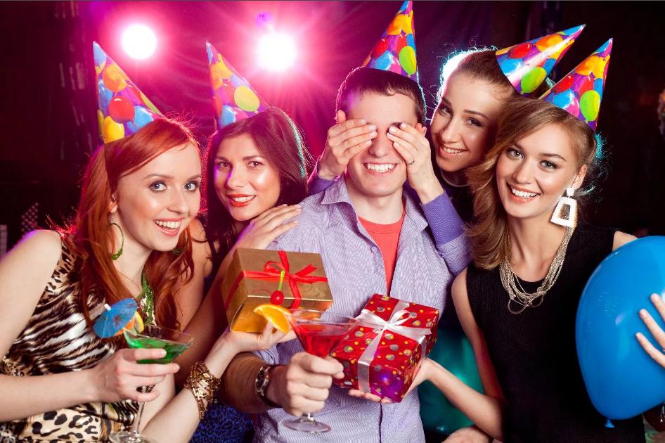Прикольные игры к новому году для веселой компании при фотографировании